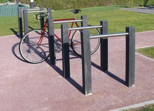 Range vélo Parc en plastique 100% recyclé et tube inox - Range-vélo PARC ESPACE URBAIN