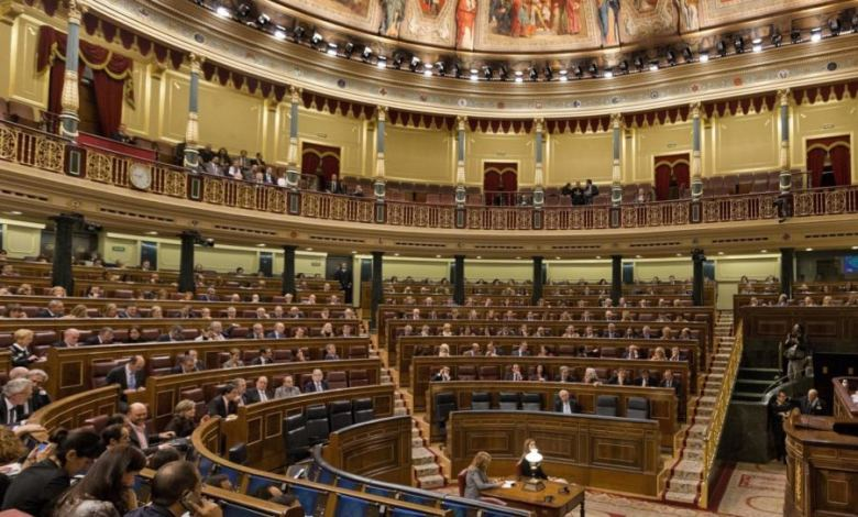 في مناقشة مقترح سحب الثقة من الحكومة الإسبانية