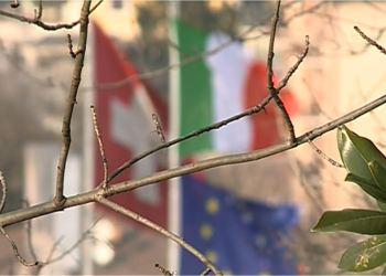 Le bandiere di Svizzera e Italia