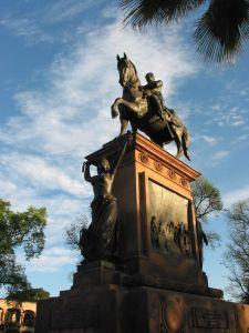 Monumento a José María Teclo Morelos Pavón, héroe de la insurgencia.