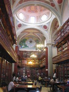 Interior de la Biblioteca Pública Universitaria.