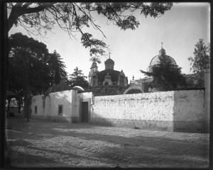 Templo del Carmn visto desde el Jardín, 1920 aprox. foto INAH.