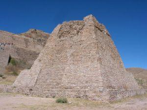 La pirámide votiva