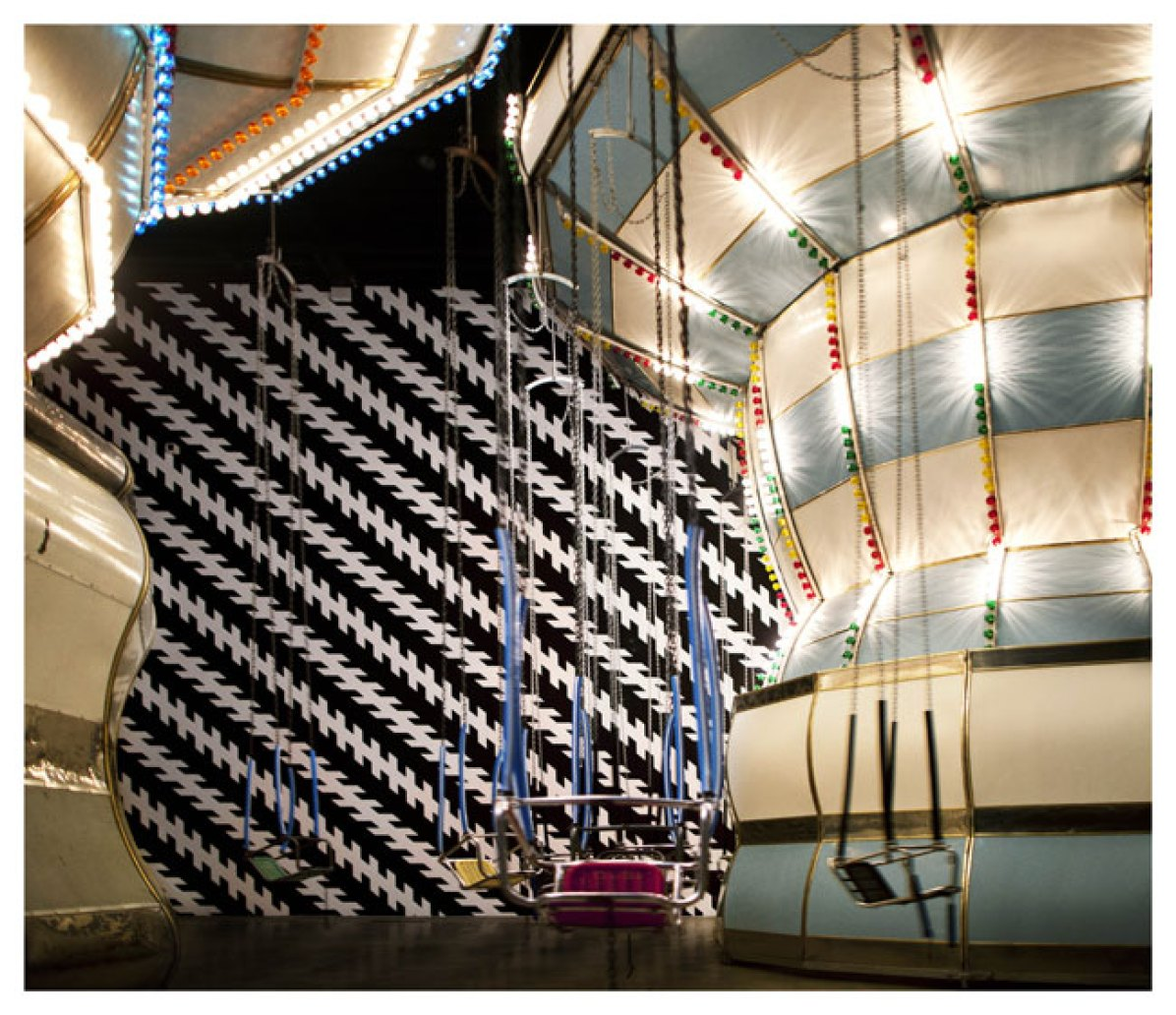 Carsten Höller, Double Carousel with Zöllner Stripes