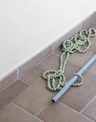 I piccoli riti del quotidiano, 2012, particolari dell'installazione a Casa Sponge perle di vetro, filo, barre di ferro