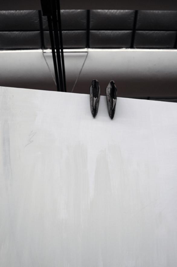 """Silvia Vendramel, """"Canone"""" (Dettaglio), 2012, alluminio e scarpine cinesi inizi '90,0 200x120x215 cm"""