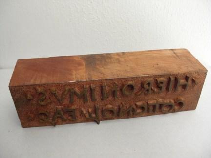 Franco Pozzi, GIROLAMO (MARCHESI), 2011, matrice in legno con la firma scolpita di Girolamo Marchesi da Cotignola