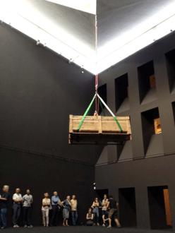 DC, Questa sosta non è un orto, performance di Mario Tomè, 2012. Nel Cubo di Palazzo Crepadona