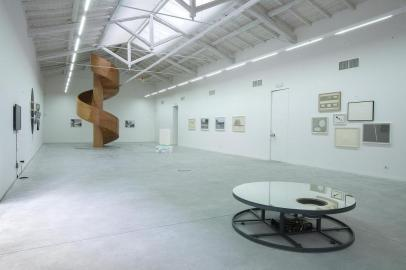 Galleria ENRICO ASTUNI, 'Between Form and Movements', Veduta della Galleria Photo Marco Ravenna