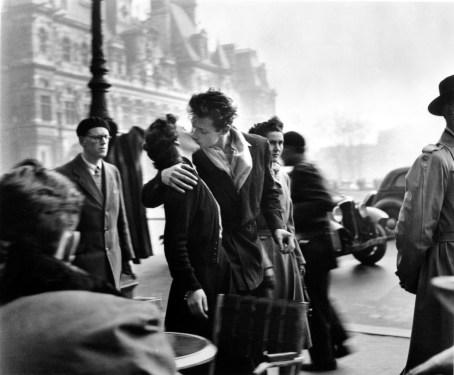 Robert Doisneau, Il Bacio dell'Hotel de Ville, 1950 Copyright © Atelier Robert Doisneau