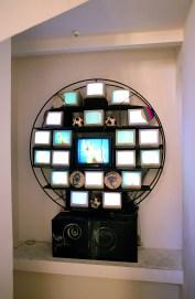 Nam June Paik, Sfera, Punto Elettronico 1990 - 1992, Base in ferro, 26 monitor, 3 palloni da calcio, 5 laser painting, 1 laser disc. Collezione privata