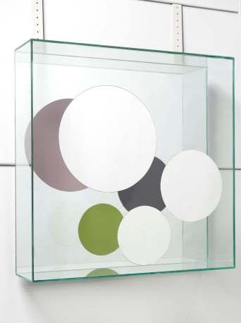 Chiara Dynys, Look at You (6), 2013, vetro, specchio, argento e colore, 60x60x18 cm Courtesy Spazioborgogno, Milano Foto Paolo Vandrash