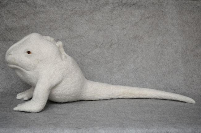 ISOBEL BLANK, Two of a kind, 2013, felting needle (wool, foam, glass), 45 x 19 x 23 cm, Courtesy Riccardo Costantini contemporary © I. Blank