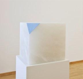 Ettore Spalletti, Così come'è, 2006, tecnica mista su alabastro, cm 30x30x30, Courtesy Cortesi Contemporary, Lugano