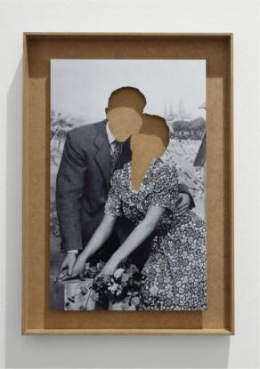 Hans Peter Feldmann, Love Couples, poster tagliato, scatola in legno, 55x40 cm Courtesy P420, Bologna