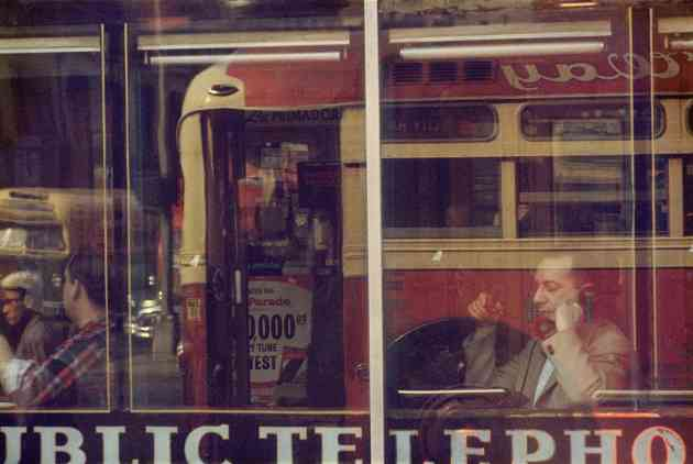 Saul Leiter, Phone Call, 1957, stampa Cibachrome, cm 27.8x35.5 © Saul Leiter Courtesy Howard Greenberg Gallery, New York