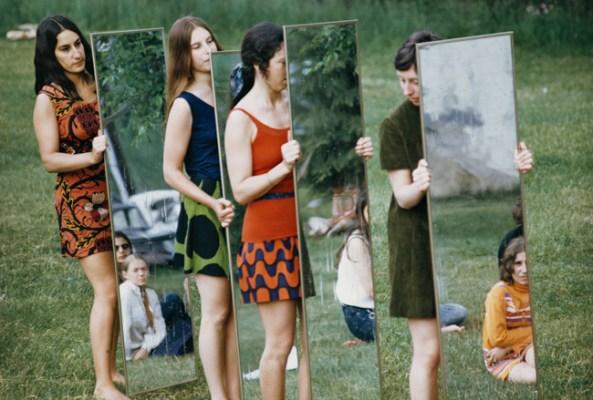 Joan Jonas, Mirror performance III, 1969, C-print, 34,3°—50,8 cm (39,4x55,9 cm paper size), Courtesy The Artist and Galleria Raffaella Cortese, Milano