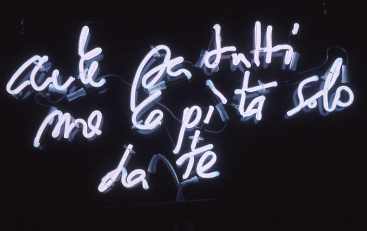 Pierre Bismuth - Arte per tutti, ma capita solo da te - 2003 neon bianco 8 mm, installato su plexiglas cm 41 x 60. Frammenti di un discorso amoroso