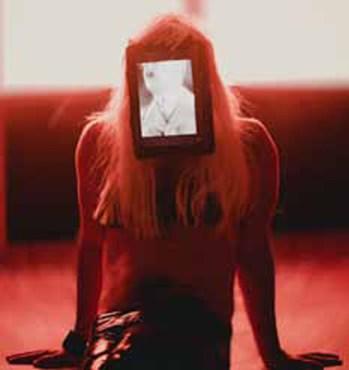 Independents4: Contro Zona, Sandra Hauser, C-A-R-P-E-N-E-D-O -A shady mind in a hypothetical body, 2013, still da video full HD, opera per la mostra Espansioni-Contrazioni