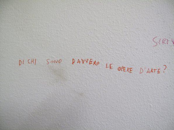 Serena Vestrucci, Collezione di dubbi, 2013, collezione di dubbi d'artista, matite colorate su muro, dimensioni e tempo variabili Courtesy Otto Zoo