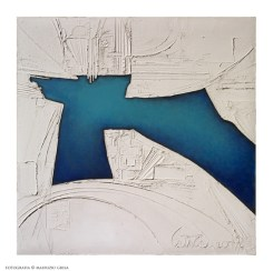 Piero Cattaneo, Segnificato bianco e blu, 1976, pastiglia e acrilico su pressato, cm 83x84 Foto Maurizio Grisa