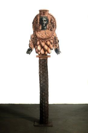 Filippo Sciascia, Gremano Esiatico 11, 2013, olio su legno, tronco di felce nero, gesso, ferro e foglie, 220x65 cm