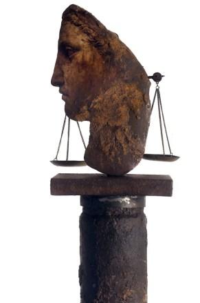 Filippo Sciascia, Gremano Esiatico 9 (dett.), 2013, olio su legno, ferro e bilancia in bronzo, 208x27 cm