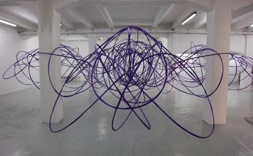 Michelangelo Penso, Sirtuine, 2013, dimensioni variabili, cinghie in poliestere, struttura in vetroresina. Courtesy The Flat - Massimo Carasi