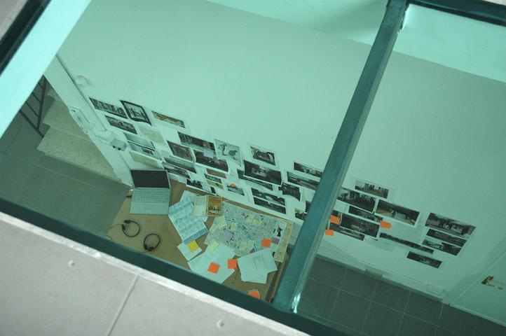 l'atelier dell'artista dal piano superiore, courtesy The Gallery Apart