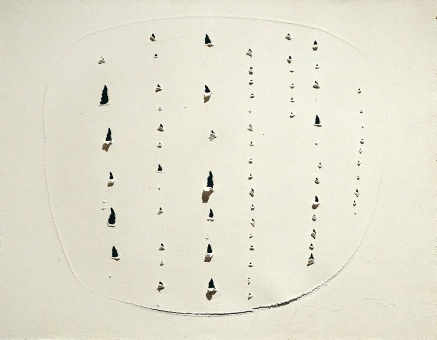 Lucio Fontana, Concetto spaziale, 1964-65, strappi e graffi su carta assorbente bianca (successivamente applicata su masonite), 45.5x58.5 cm (64-65 DSP 128))