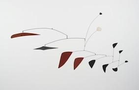Alexander Calder, Mobile, 1947-1952, lamiera e fili metallici verniciati, 97x180x46.4 cm, Collezione privata