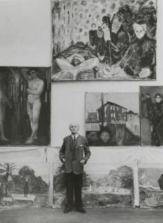 Edvard Munch nello studio d'inverno a Ekely, 1938 circa Foto Ragnvald Væring, originale negli archivi del Munch Museet