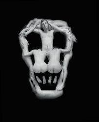 Piotr Uklański, Senza titolo (teschio) (Untitled [Skull]), 2000, stampa al platino, 35.5x27.9 cm Courtesy dell'artista e Massimo De Carlo, Milano/Londra