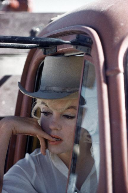 Eve Arnold, Marilyn Monroe sul set del film Gli Spostati. Nevada, USA. 1960