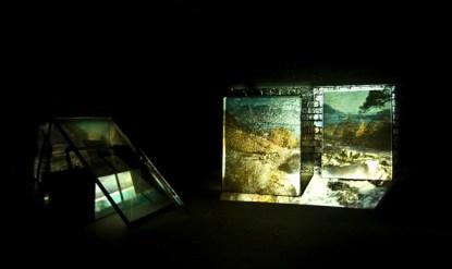 Untitled, 2013, slide projector 80 slides loop, 2 super 8 projector loop 7'', Pannelli di vetro temperato Veduta dell'installazione Elthorn Studio Londra