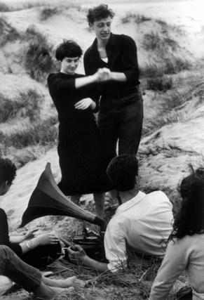G. Berengo Gardin, Lido di Venezia, Spiaggia di Malamocco, 1958 © 2014 Gianni Berengo Gardin/Contrasto