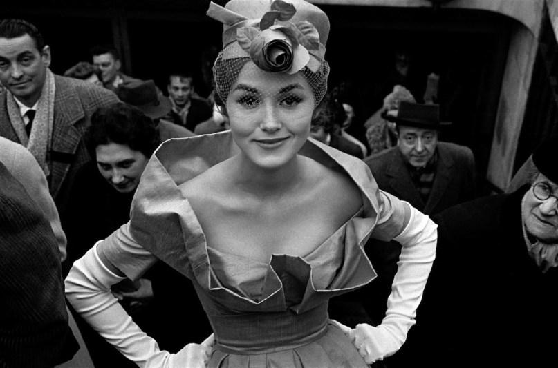 Frank Horvat, Monique Dutto uscita metrò, 1959