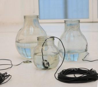 Fluide propagazioni alchemiche, 2014, speaker subacquei, vetro, cavi audio, composizione, sistema di riproduzione audio, dimensioni ambientali, courtesy Studio La Città - Verona