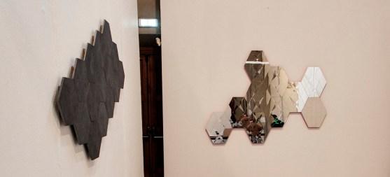 Vincenzo Marsiglia. Riflessione interattiva (veduta della mostra, dettaglio di due opere), Ex Chiesa di S. Pietro in Atrio, Como