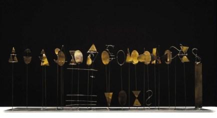 Fausto Melotti Canone variato I 1967 Ottone, 34 x 78 x 36 cm. Collezione Marta Melotti, Milano