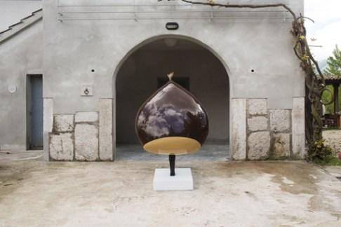Lucio Perone, Senza titolo, 2014, vetroresina, vernice industriale, 179x115x90 cm Foto Fabio Donato