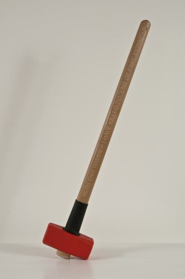 Mario Consiglio, With this hammer i have killed dozens of fake monkeys, 2011, mazza in metallo e legno