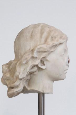 Nicola Samorì, Geminata, 2014, marmo bianco di Carrara, travertino rosso persiano, cemento, acciaio, 167x25x22cm
