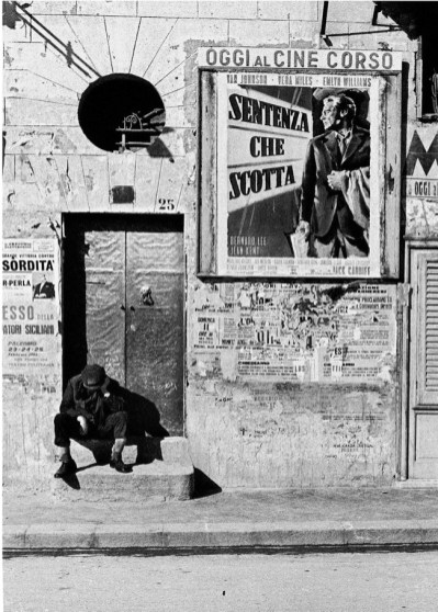 Ferdinando Scianna, CINEMA CORSO, BAGHERIA | 1961 | Carbon print on cotton paper | cm 78x62 | Courtesy of Artistocratic