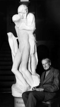 Grazia Sgrilli Giovanni Michelucci nella casa di Fiesole davanti al calco della 'Pietà Rondanini' 1986 collezione dell'autrice