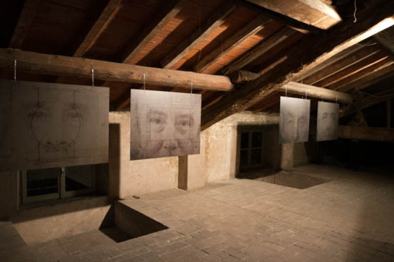 Quadrilegio, Veduta della mostra presso Alphacentauri, con opere di Alessandra Calò, photo Andrea Tasselli