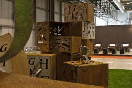 Quadrilegio, 1.Un'opera di Paolo Ferrari per MetalliFilati esposta presso Ide&oggetti di Simona Manfredi, courtesy l'artista