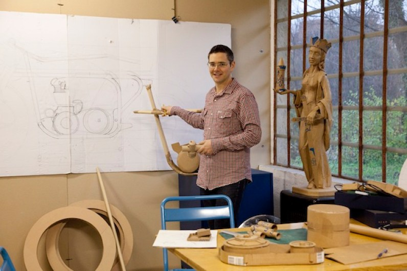 Chris Gilmour, ritratto nel suo studio