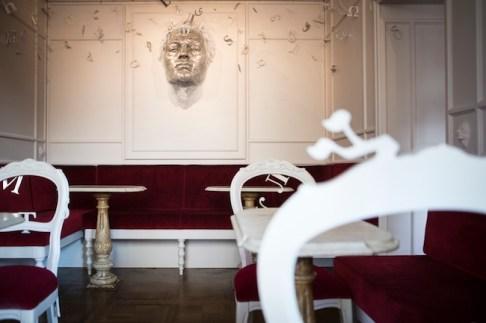 """L'opera dell'artista Matteo Pugliese, """"Serenissima Babel"""", nella sala cinese del Caffè Florian di Venezia, ph. Yorick Photography"""