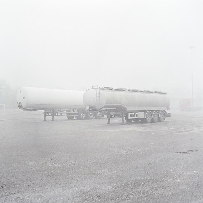 Quattro, TerraProject Photographers, Cremona, novembre 2010. Serbatoi di petrolio davanti alla raffineria Tamoil, situata a meno